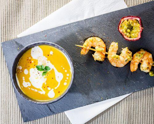 Velouté de patates douces et brochette de crevettes aux fruits de la passion // Sweet potato velouté and shrimps with passion fruits