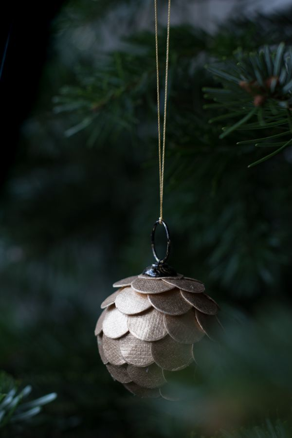My home at Christmas - all that glitters! Bauble from Nordal :) / My Scandinavian Home Blog.