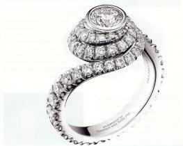 Jennifer Aniston engagement ring from Brad Pitt