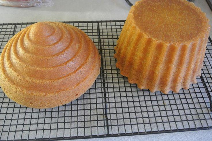 Vanilla Giant Cupcake Recipe  Giga cupcake formát vásárolj a GlazurShopban! http://shop.glazur.hu/kellekek/kellekek-formak/wilton-cupcake-forma-tapadasmentes-2