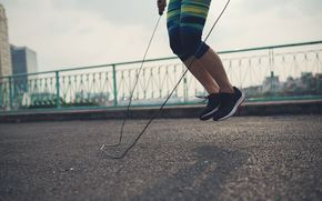 By performing a 30 minute jump rope workout you can expect to burn somewhere around 800 additional calories throughout the course of a day.