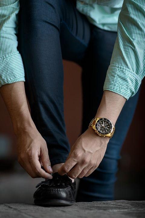 Półbuty męskie to najbardziej uniwersalne obuwie dla panów. Stanowią efektowne dopieczętowanie męskich stylizacji.  Stylowa czerń, czy ciekawy odcień brązu to kolory idealne w każdej sytuacji. Na co dzień wybierz model casualowy.  Postaw na kolor – do popularnych jeansów dobierz półbuty zamszowe w kolorach beżu, szarości, czy nawet czerwieni i zieleni.  Zrezygnuj z pospolitych adidasów na rzecz modnych, stylowych i wygodnych półbutów !! Wszystkie najlepsze modele znaleźć możesz w jednym…