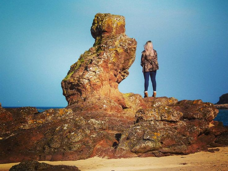 The rock formation  looks very simular to the amazing statues  on Easter Island. #uk #scotland  #visitscotland #europetrip #travel #explore  #adventure  #hiking  #holiday  #beach  #beautiful  #lovescotland #love #view #sea #countryside #easterisland  #seacliffbeach #northberwick