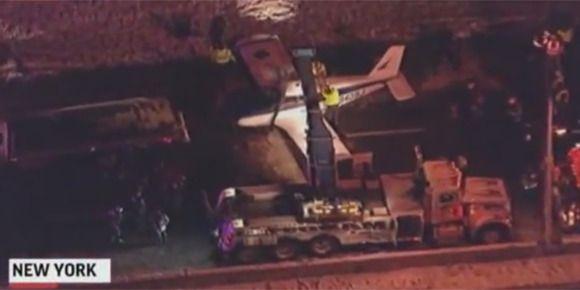 New-York : un petit avion se pose sur une autoroute du Bronx