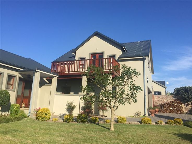 Limpopo Loft - Large sunny upstairs apartment with kitchenette and lounge area. Very well located opposite the Garden Route Mall in George.This self-catering loft with a large bedroom, seating area and beautiful views ... #weekendgetaways #george #gardenroute #southafrica