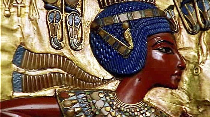 Relief depiction of Tutankhamun