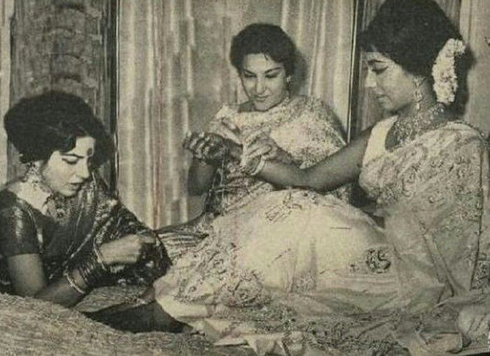 Waheeda rehman and Lady Nargis Dutt making Sadhana Shivdasani bride a classic photo of the three of them