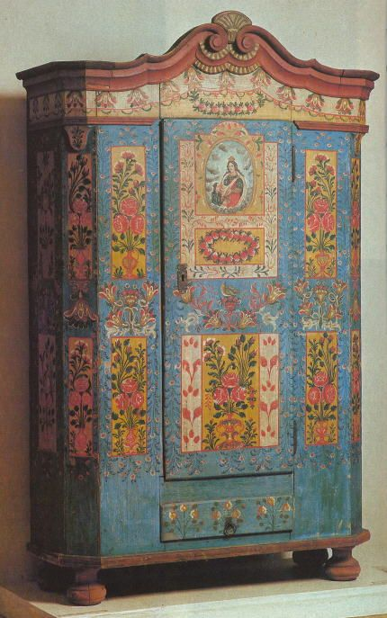 xx tracy porter...poetic wanderlust...-Painted cupboard. Adventures in the Czech Republic: Zumberk