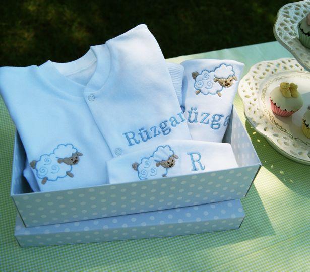 Kutuda bebek hediye setleri ...Bebeğin ismine özel hazırlanır #bebekhediyesi
