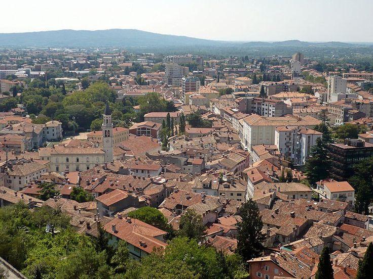 Gorizia vista dal Castello. Sulla sinistra, il campanile del Duomo