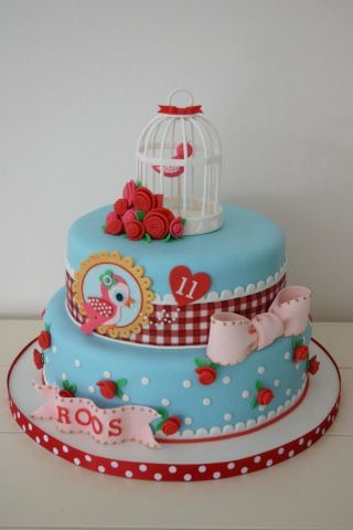 Cute blue and red birdie and roses cake. Not usually my thing, but it is pretty cute.