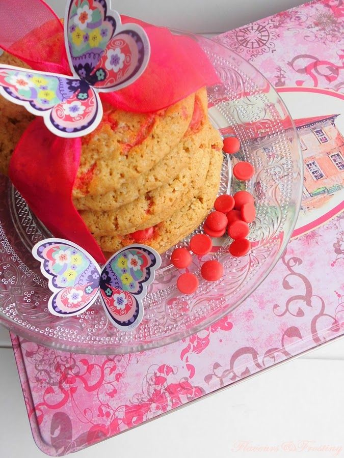 Red Chocolate Chip Cookies http://flavoursandfrosting.blogspot.com.es/2014/03/red-chocolate-chip-cookies.html #chocchipcookies #galletas #cookies #redchocchip