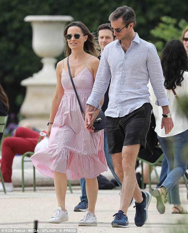 d49cfded24e9a Pippa Middleton and her husband James Matthews were seen strolling in Paris  today