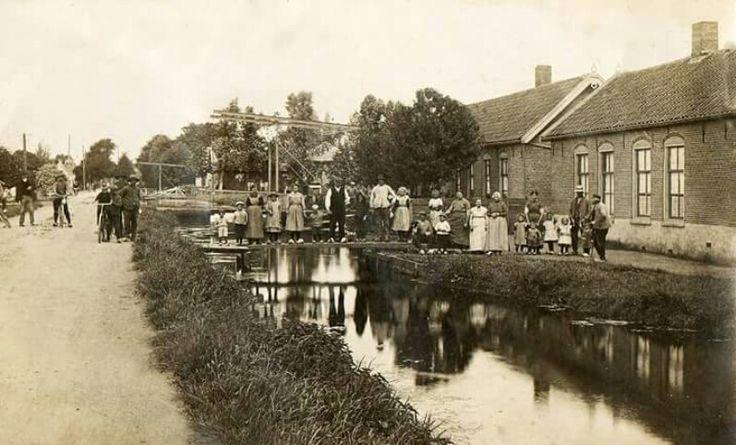 Voegere eeuw ,Bleiswijk nog op klompen.