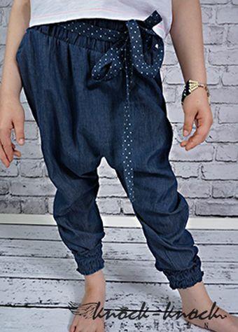 luźne spodnie dla dziewczynki, w modnym kroju boyfriend. Do kupienia na:  mail: knocknock.fashion@gmail.com fb: https://www.facebook.com/pages/knock-knock-fashion/230430617163127?ref=hl instagram: http://instagram.com/knock_knockfashion# #fashionkids #modnedziecko