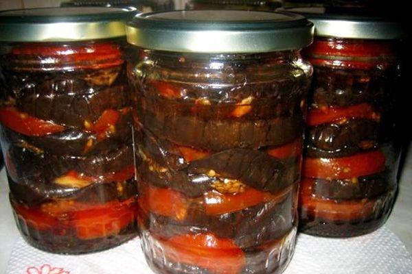 Салат из баклажанов и перца «Запас» http://stryapuha-kuhnya.ru/salat-iz-baklazhanov-i-perca-zapas/  Запаситесь обязательно таким салатиком – пригодится и для угощения гостей, и просто как гарнир к любому второму блюду, вкусно и проще простого в приготовлении! Ингредиенты Баклажан — 1,5 кг Болгарский перец — 1,5 кг Лук — 1 кг Помидор — 1 кг Сахар — 3-4 ст. Соль — 2 ст. […]