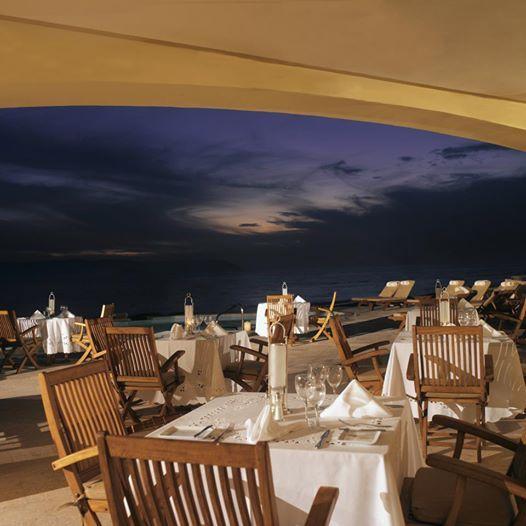 Один из приятных моментов отдыха в Каса Велас - это наш частный Пляжный клуб, являющийся идеальным местом для романтического ужина на закате.