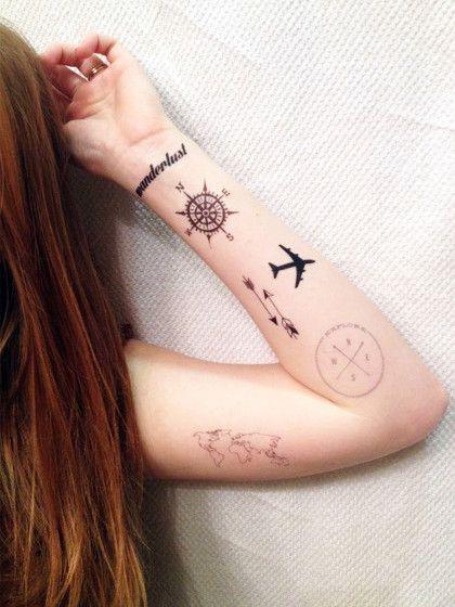 Eine Collage aus Reise-Tattoos für echt Travel-Fans.