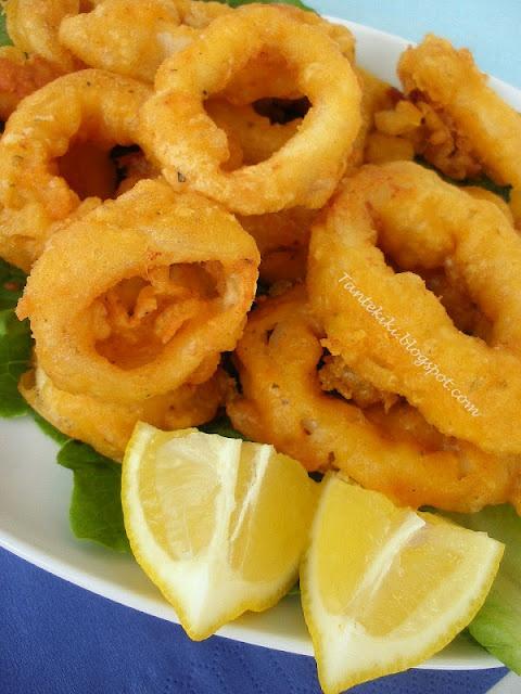 Fried Calamari in Ouzo batter. καλαμαράκια σε χυλό απο ούζο!