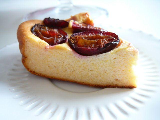Delicious blog: Tvarohovo-polentový koláč se švestkami a skořicí