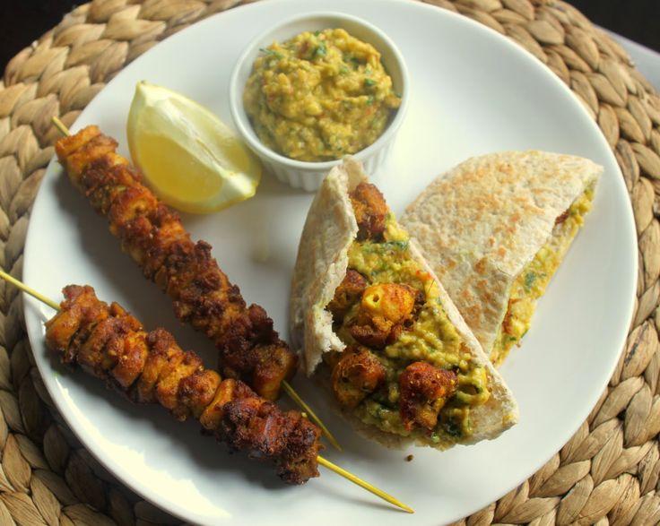 Smakowity Blog Kulinarny: Marokańskie kebaby z kurczaka z dipem z awokado Jamiego Olivera