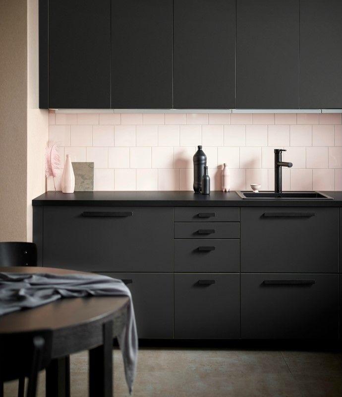 Уникальный дизайн! Мебель для кухни из пластиковых бутылок и опилок. IKEA и дизайн студия Form Us With Love внесли свой вклад в охрану окружающей среды.