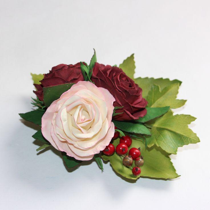 Брошь-заколка с розами и красной смородиной
