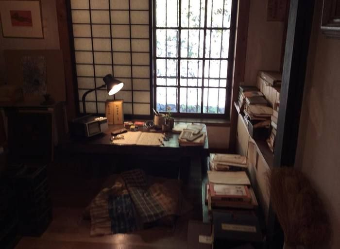 正子は、随筆家として活躍。造詣が深い能についてや、生涯を通して愛した骨董品など「美しいもの」についての著書が多数あり、それらは没後も人気で、再編本・新版で出版され続けています。また、収集した骨董品の数々を紹介するムック本も多く発刊されています。