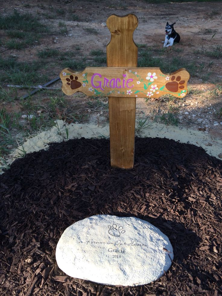 Grave marker made from wooden cross Dog grave ideas, Pet