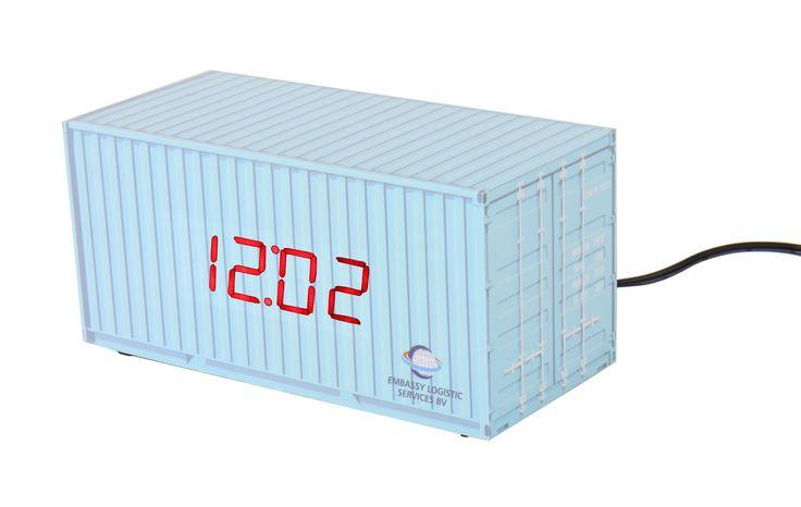 Wij maken de klokken voor u met een custom-made all-over design, dat de Design-your-Time klok tot een werkelijk uniek geschenk maakt.