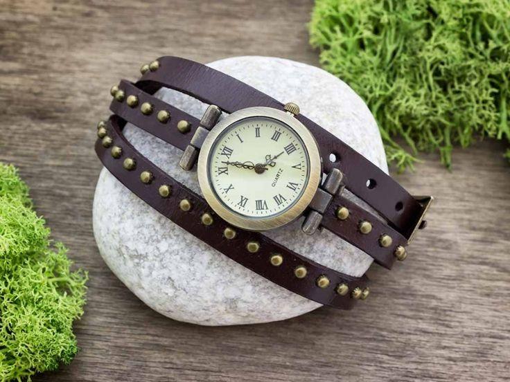 Barna bőrszíjas díszített vintage óra