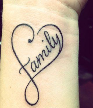 Татуировка любовь с надписью на запястье для мужчин