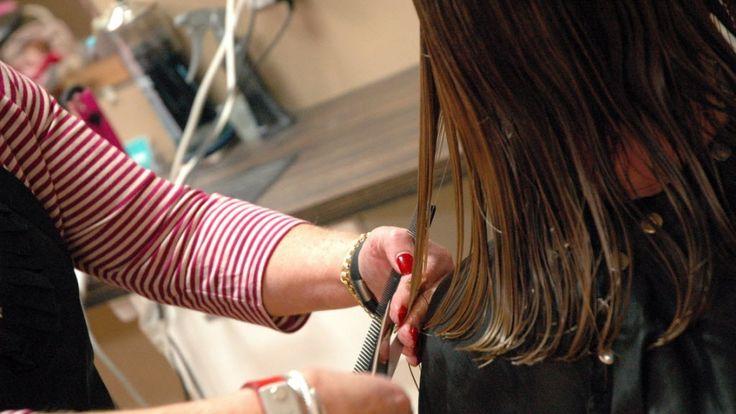 haircut for women, stylist cuts woman's hair. haircut, women haircuts, medium length haircuts