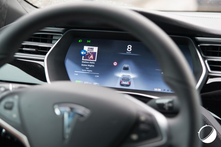 Autopilot et Tesla Model S : nous avons testé le pilotage automatique - http://www.frandroid.com/produits-android/automobile/324303_video-avons-teste-pilotage-automatique-de-tesla-model-s  #Automobile