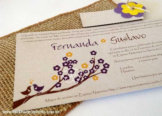 Modelo 21 Ecológico: convite de casamento reciclado com envelope de juta nas cores lilás e amarelo. Com casal de passarinhos na cerejeira - Galeria de Convites