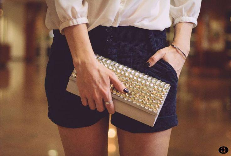 Blaue Shorts, Strickbluse & Silberne Sandaletten | SelfConcept Of Jay