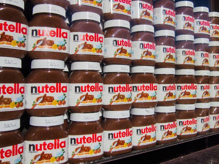 Celebra crema de ciocolata Nutella produsa de compania Ferrero a fost scoasa de pe rafturile mai multorsupermarketuri ( inclusiv COOP ) din Italia pe motiv ca ar contine ingrediente cancerigene, mai precis in compozitia uleiului de palmier folosit in fabricarea cremei exista substantecancerigene,precizeazaBusiness Insider. Scandal provocat sau este adevarat? Ei bine, mai mult adevar decat …