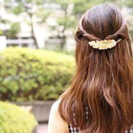 簡単かわいいヘアアレンジ♡ツイストハーフアップヘア。ロングカットの場合はエアリー感を少し出すとモテ感もアップ♡上品お嬢様風の髪型に。