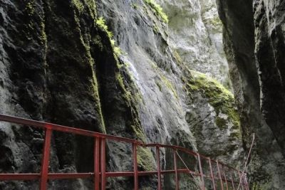 Un loc de poveste-Canionul șapte scări http://www.antenasatelor.ro/turism/5592-un-loc-de-poveste-canionul-%C8%99apte-scari.html