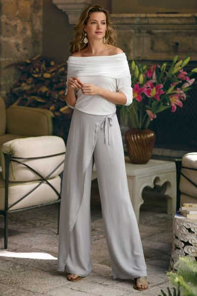 Light and textural, our Crinkled Gauze Wrap Pants has an easy and elegant drape. Perfect for warm days!
