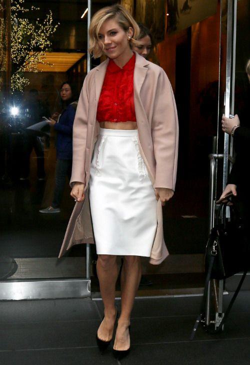 12/4 #シエナ・ミラー #ピンクのコート #クロップトップス #ハイウエストスカート |海外セレブ最新画像・私服ファッション・着用ブランドまとめてチェック DailyCelebrityDiary*