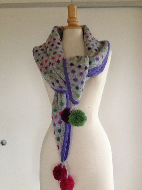 Dotted scarf pattern by Bodil Munch