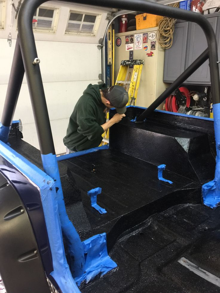 Painting the interior tub with Herculiner truck bed liner