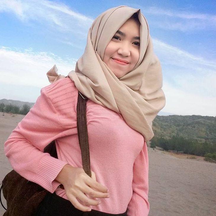 Repost from @yunichrisna . __________ #wanitaberhijab#hijabcommunity#instahijab#hijabhits#selfiehijab#hijabindokece#hijabstyle#cewekmanis#hijabdaily#muslimah#hijabersindonesia#hijabstreet#hijaberkece#hijabkekinian#hijaberscantik#hijabermodern#cewek#instavsco#wanitaindonesia#cewekindo#indohijabers#jilbabindo#jilboobindo#jilboobsaddict#hijabergaul#hijabermanis#ootdhijab#hijabtraveler#duahijab