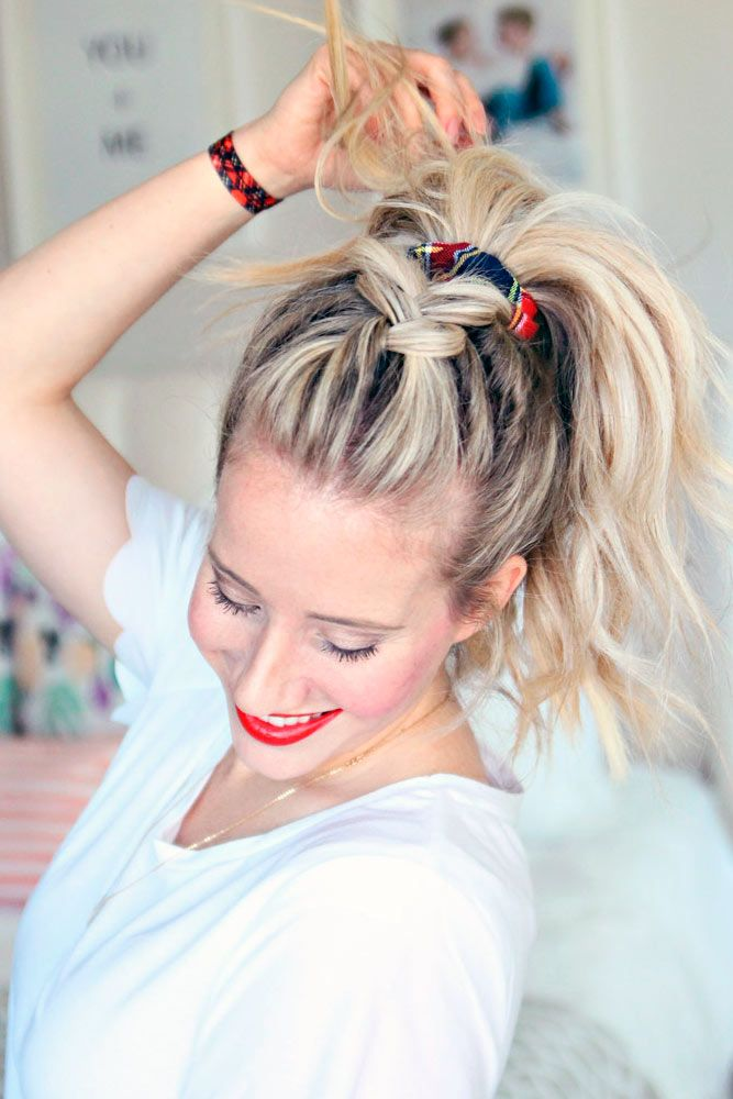 2017 is the year of bold and daring hair accessories. Check out the latest accessories trends to pimp up your everyday hairdo!