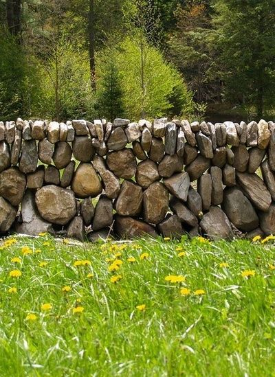 dry stack rock wall ~ a wonderful version