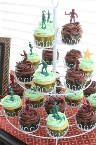 Army men cup cakes