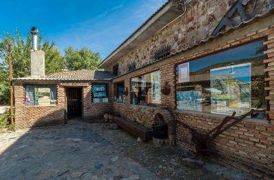 ¡Una bonita Casa Rural en pleno Parque Nacional de Cabañeros para llenarse de Naturaleza y disfrutar de su excelente comida! No dejéis de hacerles una visita www.boquerondestena.com