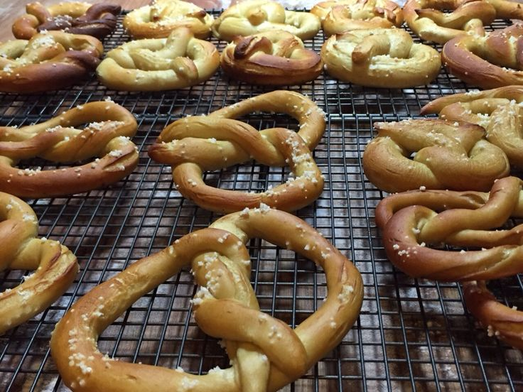 REAL PRETZELS in Mexico City. On the German bread course we learn to bake 100% rye bread, a mixed rye and wheat bread, Alpine Pizzas and bavarian pretzels. What a triumph!