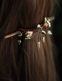 Karolina-G. spinka do włosów. ceramika, jedwab, skóra, drewno bukowe.  hairpin. ceramic, silk, leather, beech wood. http://karolina-g.blogspot.com/2015/10/czasem-sie-zdarzy.html